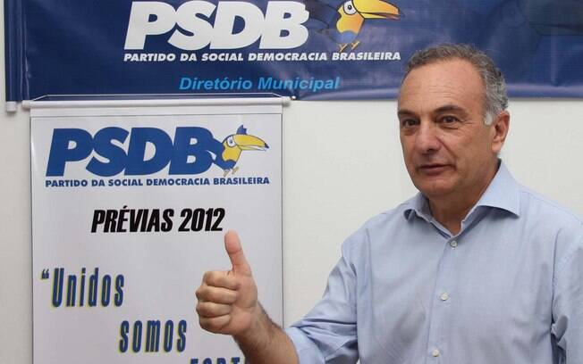 O deputado federal Ricardo Tripoli vota no diretório local do PSDB