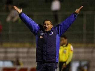 Celso Roth, técnico do Cruzeiro