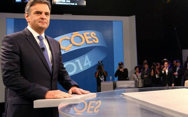 Aécio Neves antes do início do debate presidencial da TV Globo