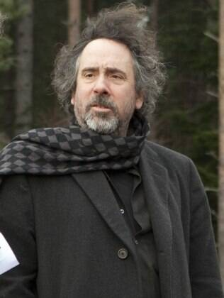 O diretor Tim Burton no set de