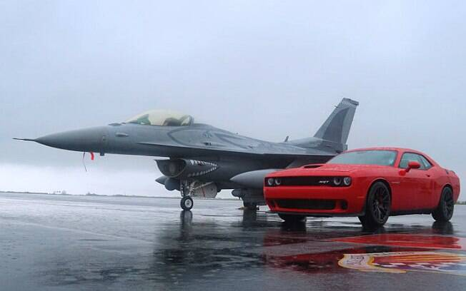 Dodge Challenger SRT Hellcat x F-16 Fighting Falcon