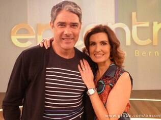 William Bonner posa com Fátima Bernardes nos estúdios do 'Encontro'