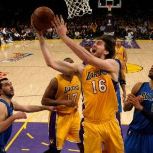 Pau Gasol, ala-pivô do Lakers