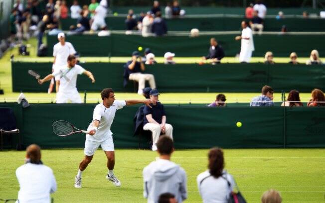 Tenistas disputam o qualifying de Wimbledon, nas quadras menores do All England Tennis Club