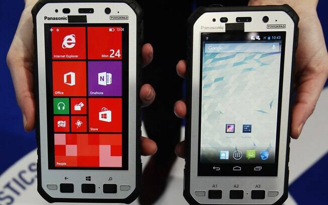 Smartphones Panasonic Toughpad rodam Windows e Android