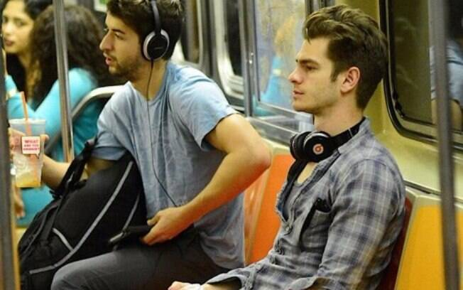 Andrew Garfield no metrô de Nova York