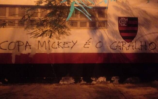 muro do flamengo pichado