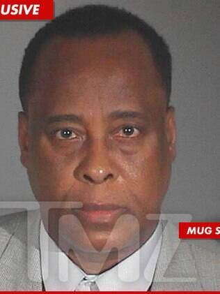 A foto do registro policial de Conrad Murray