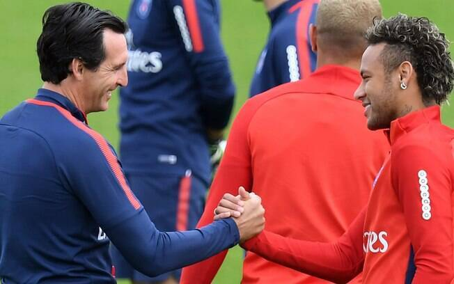 Unai Emery, treinador do Paris Saint-Germain, e Neymar
