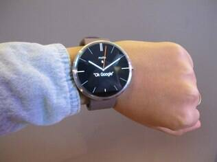 Moto 360 roda Android Wear e custa R$ 799