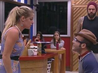 Jaque e Mahmoud discutem no BBB 18
