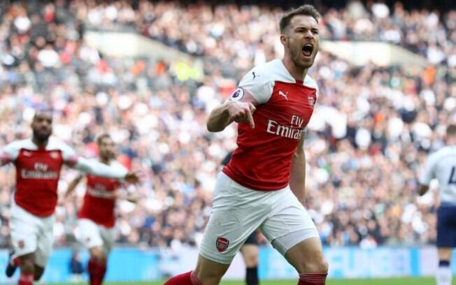 ramsey comemora gol do arsenal