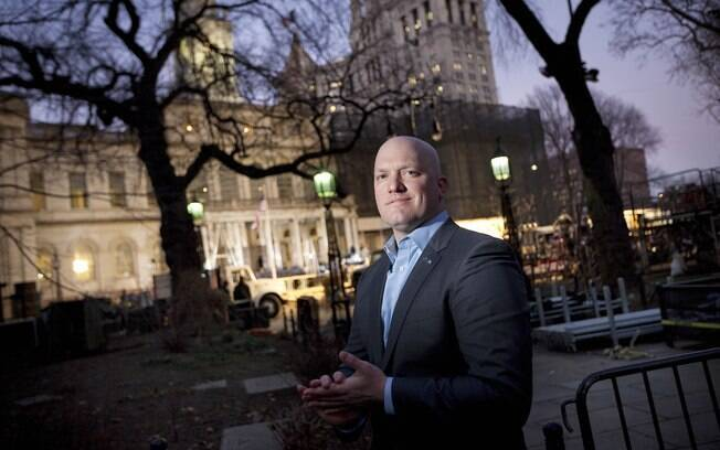 Paul Rieckhoff, diretor executivo da Associação dos Veteranos do Iraque e do Afeganistão, fora do City Hall em Nova York