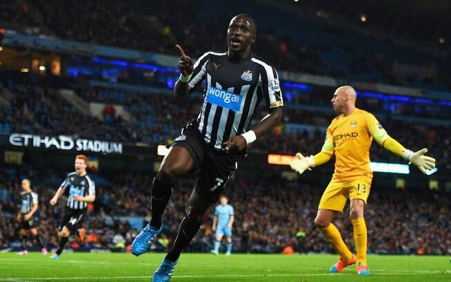 Moussa Sissoko comemora gol do Newcastle sobre o City
