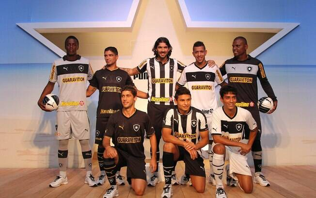 Elenco botafoguense participou do desfile do novo uniforme do clube