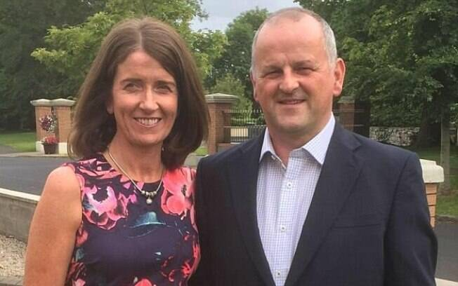Sean Cox, o torcedor do Liverpool agredido, ao lado da esposa