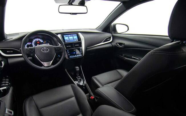 Interior do Toyota Yaris X-Way