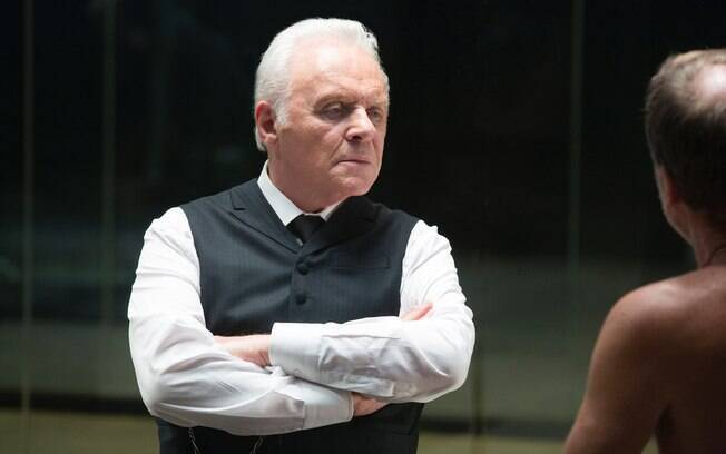 Anthony Hopkins interpreta o cientista Dr. Robert Ford em