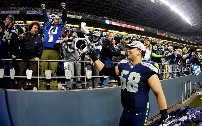 Breno Giacomini festeja ida ao Super Bowl com torcedores do Seattle Seahawks