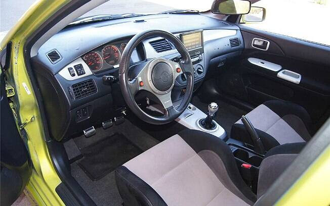 Interior do Mitsubishi Lancer Evolution VII