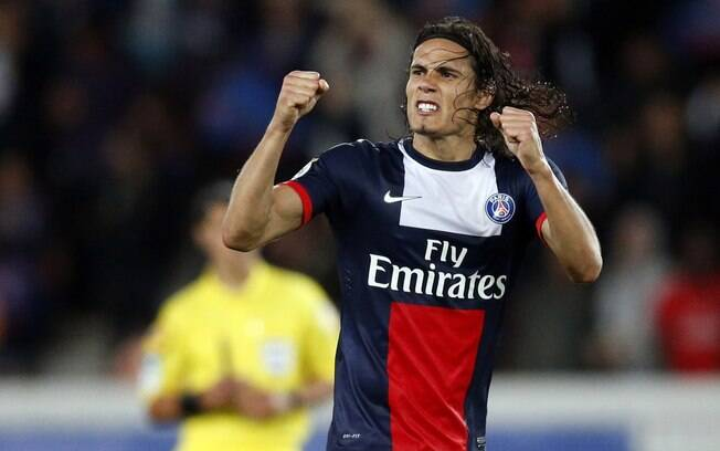 Cavani comemora gol do PSG diante do Ajaccio