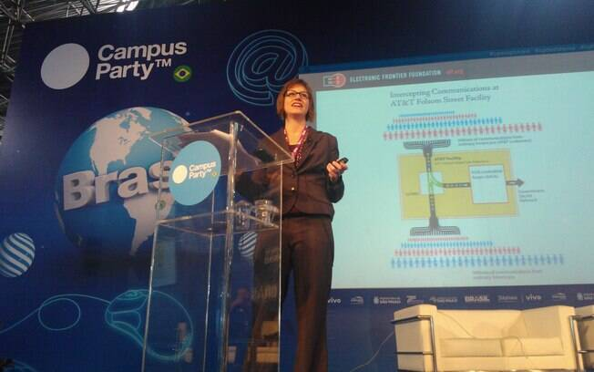 Rainey Reitman, diretora de ativismo da EFF, em palestra na Campus Party 2013